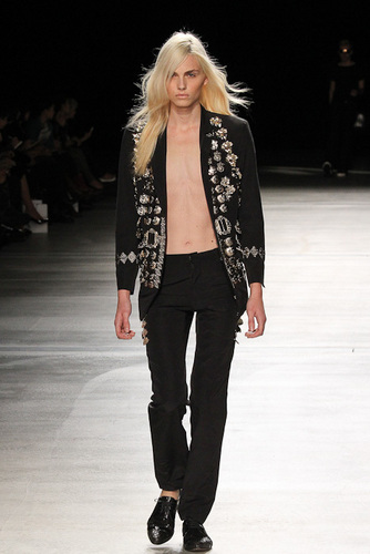 andrej pejic Hintergrund containing a well dressed person entitled catwalk