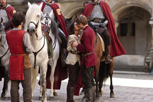 the arwen kiss 3x13 in front of lancelot :)