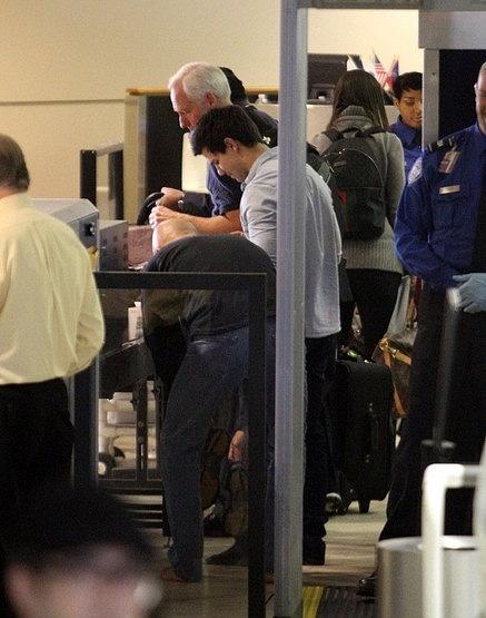 22.11 - Taylor in LA airport