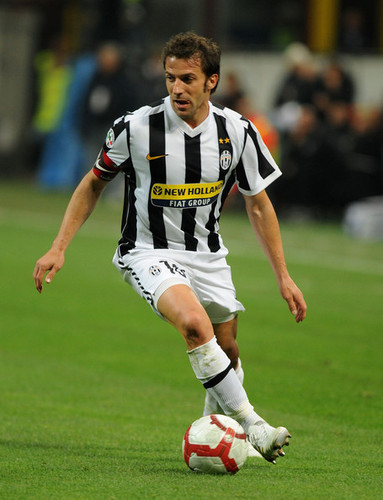 Alessandro Del Piero wallpaper probably with a fullback and a soccer player entitled A. Del Piero playing for Juventus