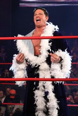 AJ's Ric Flair 长袍 :D