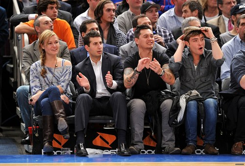 चालट, चार्लोट, शेर्लोट Bobcats vs New York Knicks game