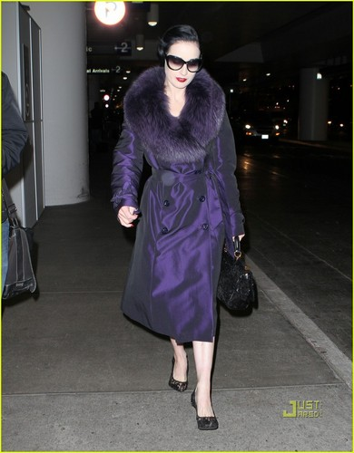 Dita Von Teese: From लंडन to Los Angeles