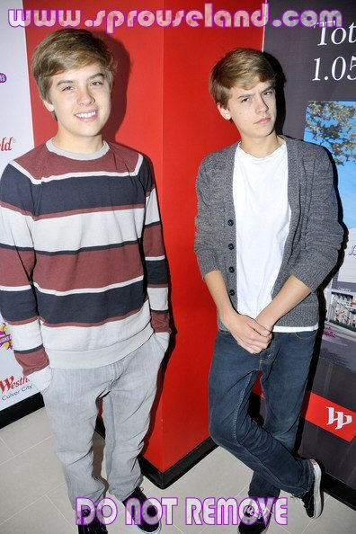 Dylan and Cole New Pics At MOM!!