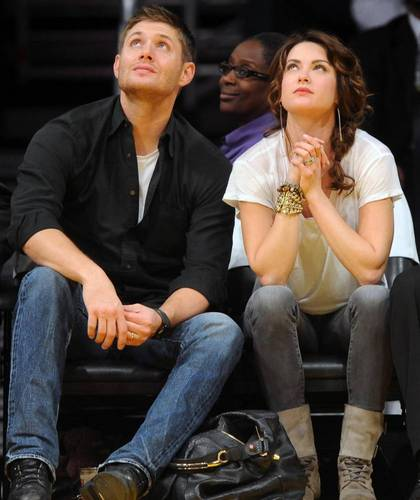 Jensen and Danneel at Lakers game on 23/11