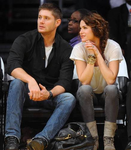 Jensen and Danneel at Lakers game on 23/11 - jensen-ackles Photo