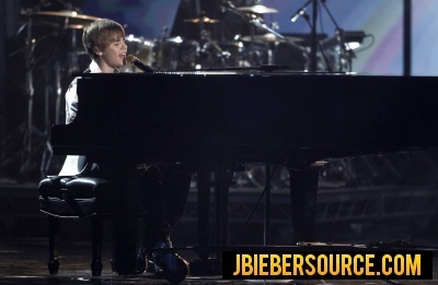 Justin performing at the 2010 AMAs