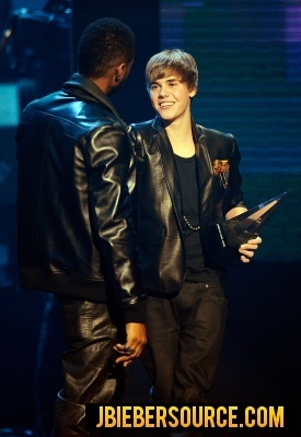 Justin recieing Awards at the AMAs