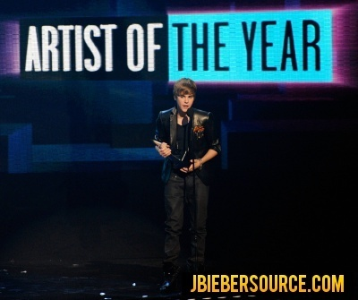 justin bieber vmas 2010. Justin recieving awards at the