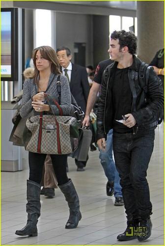Kevin & Danielle Jonas: LAX Lovers (November 23)