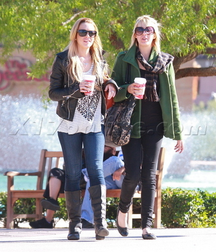 Lindsay Lohan Grabs Coffee In Rancho Mirage