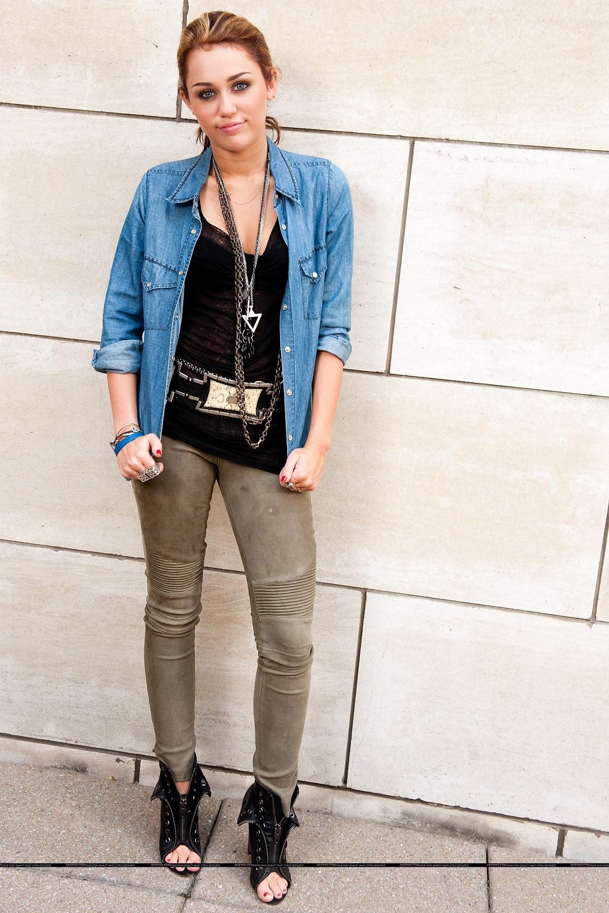 Miley Photo - miley-cyrus photo