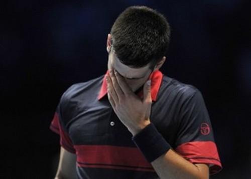 Novak Djokovic had problems with contact lens..