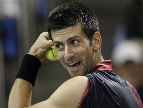Novak Djokovic had problems with contact lens...