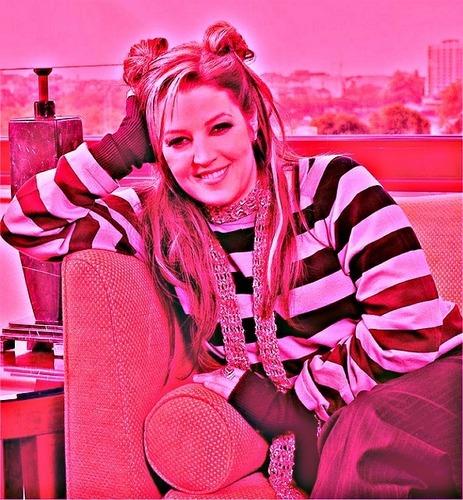 Pinkie ♥'s Lisa Marie