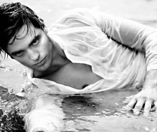 Robert Pattinson wallpaper probably with a bather entitled Robert Pattinson