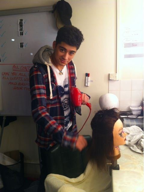 Sizzling-Hot-Zayn-Brushing-Drying-Hair-Behind-The-Scenes-He-Can-Do-My ...