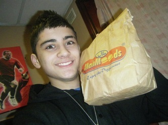 zayn malik fondo de pantalla titled Sizzling Hot Zayn Eating McDonalds In His Bedroom (He Owns My Heart) :) x