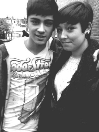 Sizzling Hot Zayn Wiv 1 Of His Many Adoring Фаны :) x