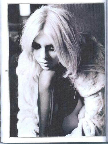 Taylor Momsen featured in November Issue of Wonderland Magazine