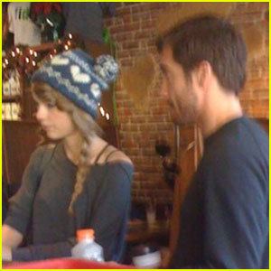 Taylor cepat, swift & Jake Gyllenhaal Hit Nashville Coffee toko