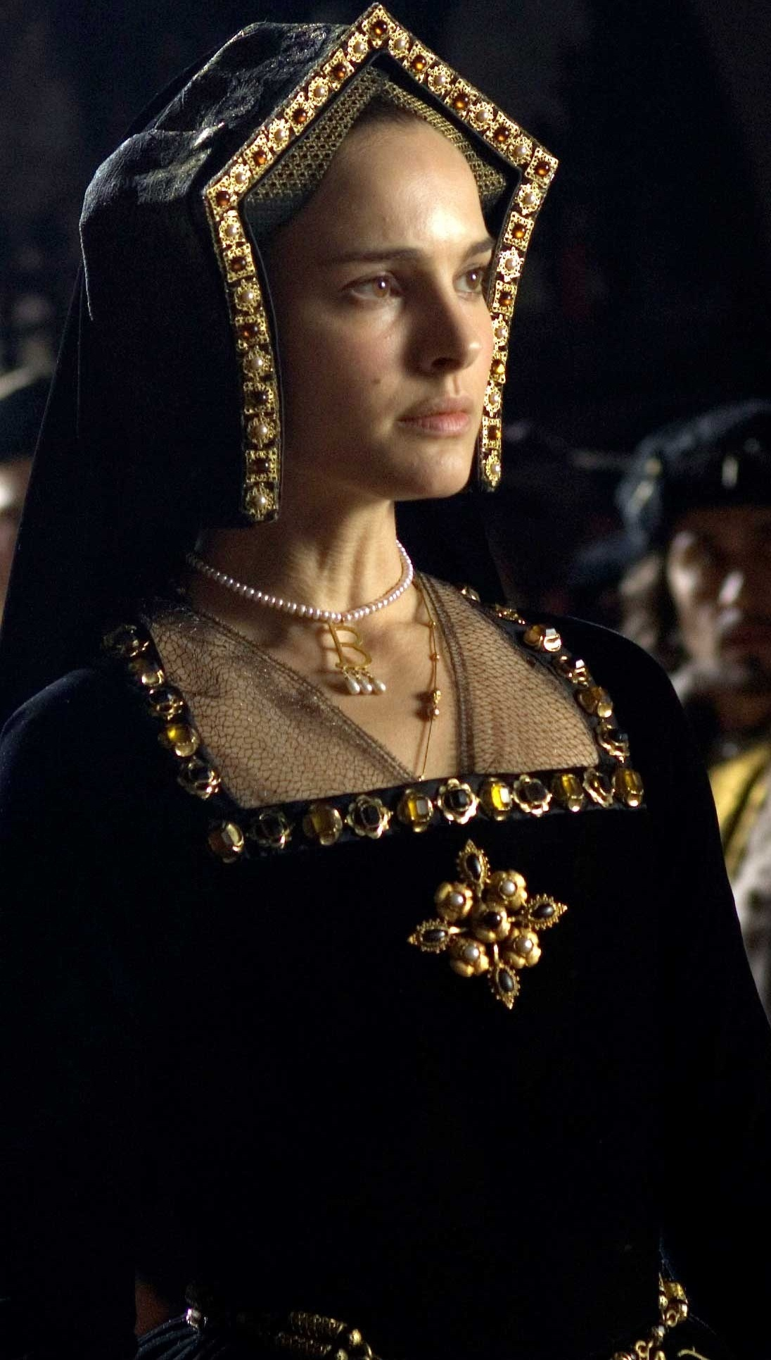 the other boleyn girl Say what you will about the movie the other boleyn girl—that it's shallow, melodramatic, and sometimes campy, that it plays fast and loose with history, that it hollows out a book that was already kind of hollow to begin with in fact, i encourage you to say all those things about it but it's.