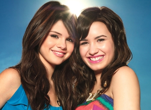 Selena Gomez na Demi Lovato karatasi la kupamba ukuta with a portrait and attractiveness titled selena & demi