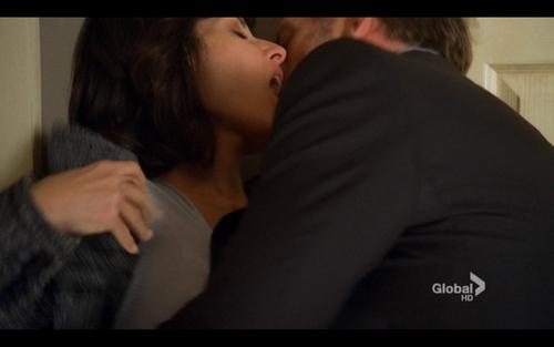 'Under My Skin' KISS HQ nyara