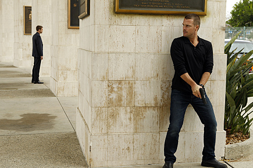NCIS: Los Angeles Hintergrund with a business suit and a straße titled 2.10 - Deliverance - Promotional Fotos