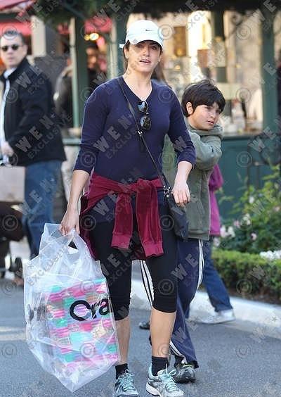 28/11/10 - Nikki makes বড়দিন shopping