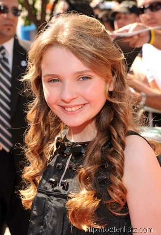 Abigail Breslin as Primrose