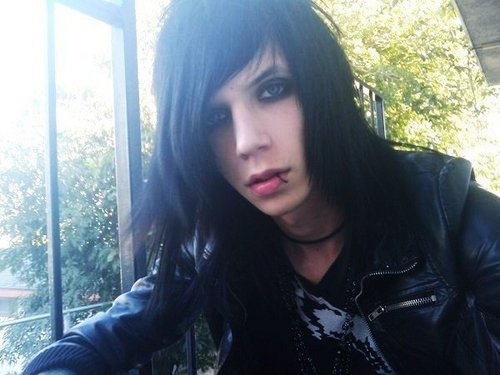 Andy (L)