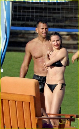 Cameron Diaz wallpaper with a bikini entitled Cameron Diaz & Alex Rodriguez: Thanksgiving in Mexico!