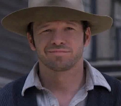Donnie Wahlberg वॉलपेपर with a snap brim hat, a campaign hat, and a boater called Donnie as Billy the Kid (Purgatory)