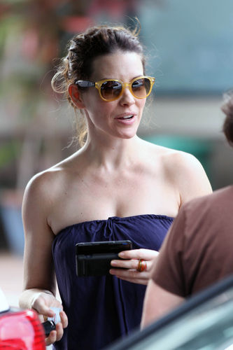 Evi out and about in Hawaii - 01.12.2010