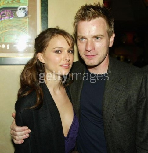 Ewan McGregor Обои entitled Ewan McGregor with Natalie Portman
