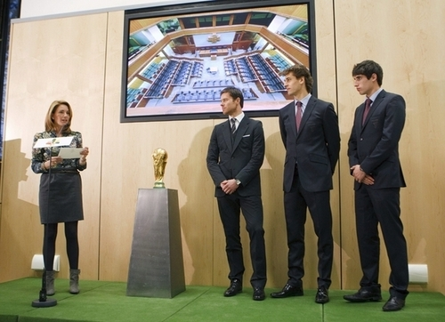 Fernando Llorente, Javi Martinez & Xabi Alonso - honored 由 the Basque government (1.12.2010)