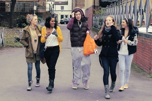 Flirty Harry Wiv 4 Of His fans (Ladies Man) :) x