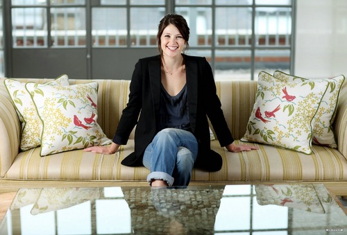 Gemma Arterton দেওয়ালপত্র with a couch, a living room, and a trundle বিছানা titled Guardian photoshoot (2010)