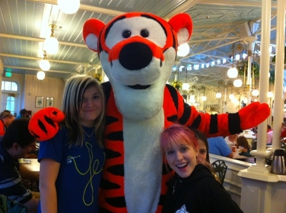 hay and sister hayley williams photo 17304054 fanpop