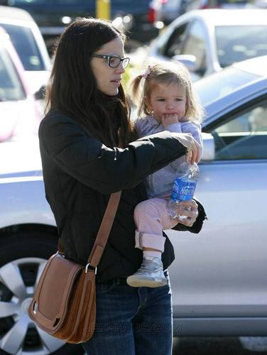 Jen and Seraphina shopping!