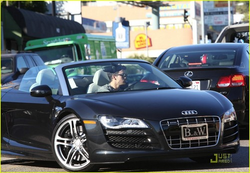 Joe Jonas: Pumps It Up; Test Drives An Audi