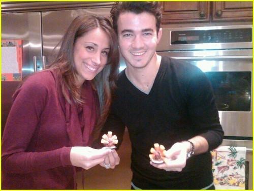 Jonas Family Thanksgiving Pics