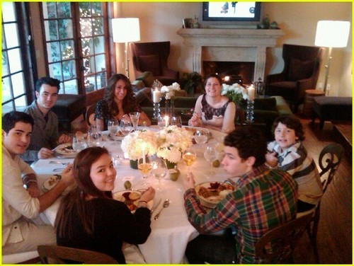 The Jonas Brothers wallpaper containing a restaurant, a brasserie, and a dinner table entitled Jonas Family Thanksgiving Pics