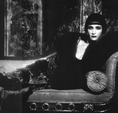 Julia Roberts in a louise Brooks tribute