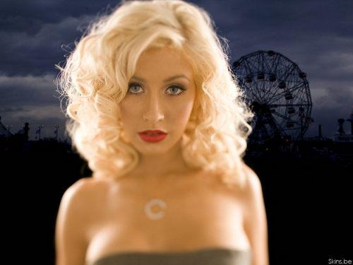 Lovely Christina پیپر وال