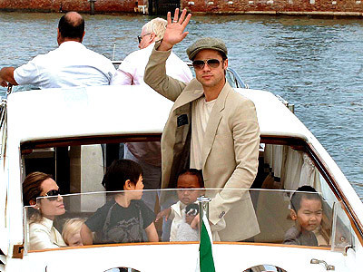 Maddox Jolie-Pitt fondo de pantalla with a pontoon, a car ferry, and a canal barco titled Maddox