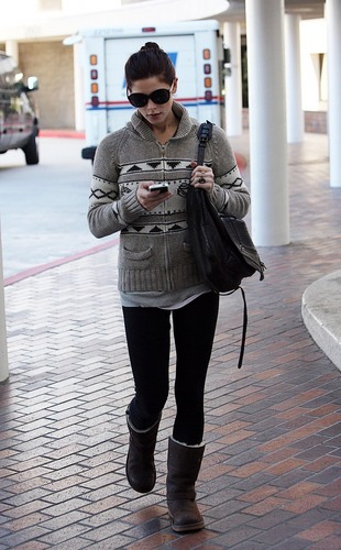 Making a quick run to a medical office in Burbank (November 29, 2010)