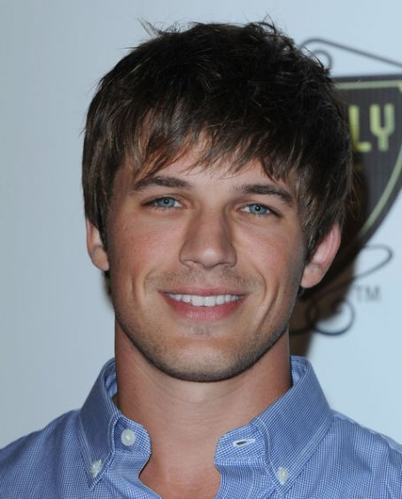 http://images4.fanpop.com/image/photos/17300000/Matt-3-matt-lanter-17373429-454-563.jpg