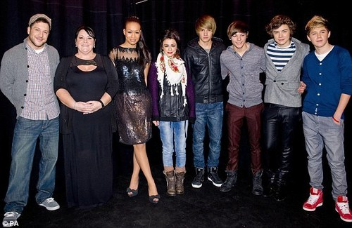 Matt, Mary, Rebecca, Cher & 1 Direction Minus Zayn :( Performing At Hospital Club In Soho :) x